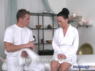 Massage Rooms – Sexy Babe Squirting