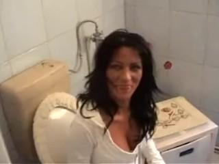 Amateur Jill, Blowjob In Bathroom