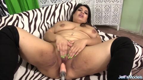 Horny BBW Bella Bangz Almost Breaks A Fucking Machine Getting Herself Off