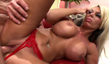 Gorgeous Blonde Gets Her Pussy Nailed Hard