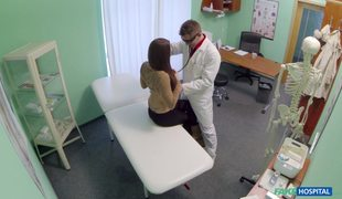 FakeHospital.com – Amateur Girl Gets Fucked By Doctor