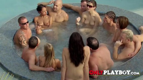 Swinger Couples Enjoy Each Other's Nacked Bodies In The Jacuzzi