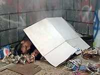 Homeless Girl Gets Woken Up For Deepthroat